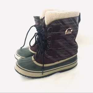 Sorel waterproof burgundy Winter Boots size 6